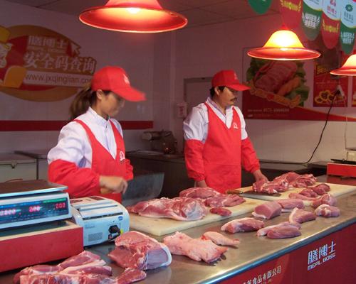 """看丹麦:屠宰场内装""""卧底""""保障食品卫生安全"""
