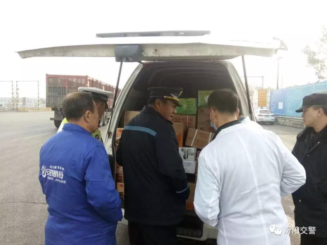 汾阳交警大队联合有关部门紧急投入非洲猪瘟防控工作之中